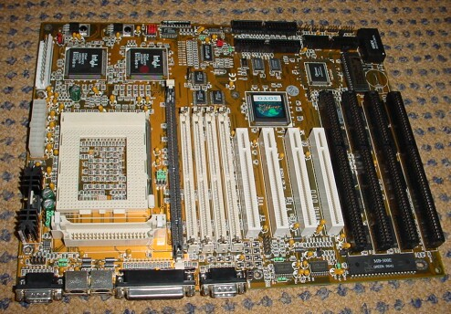 Picture of Soyo Pentium PRO Mainboard exclusief VRM